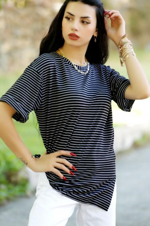 Siyah Çizgili Tişört