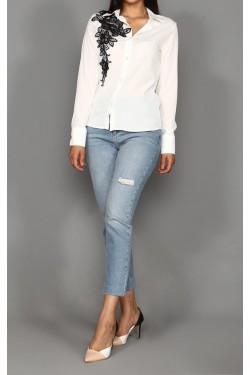 Siyah Nakış İşlemeli Beyaz Gömlek