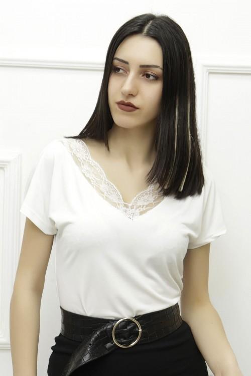 Dantelli V Yaka Kırıkbeyaz Kadın Bluz