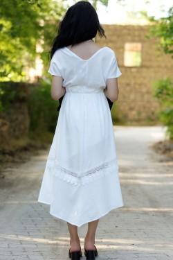 Beyaz Dantelli Asimetrik Elbise